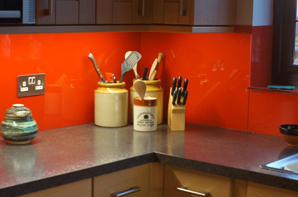 Red kitchen splashback